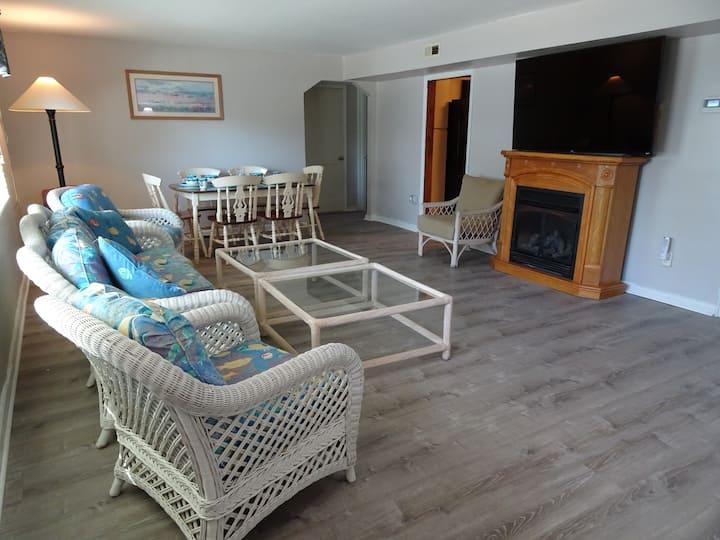 BeachWalk- 4 Bedroom / 2 Bath -1.5 Blocks to Beach