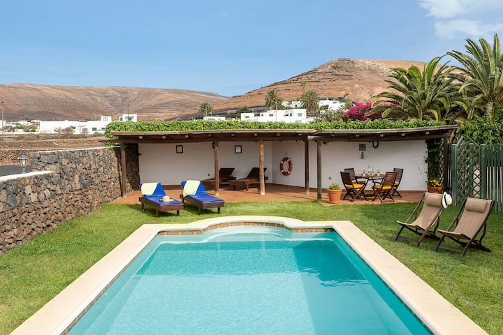 Casa El Barranco | A historic country house with a large heated pool.