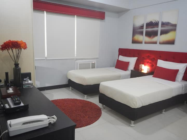 EXECUTIVE TWIN BED STUDIO W/ WIFI & CABLE TV