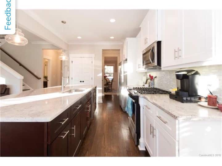 *NEW* Gorgeous Modern Home Only 11 Min to Uptown!