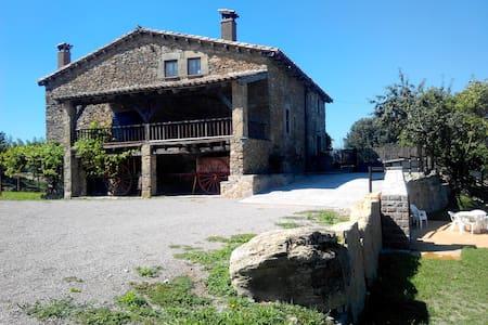 Masia catalana en plena naturaleza - Tavèrnoles