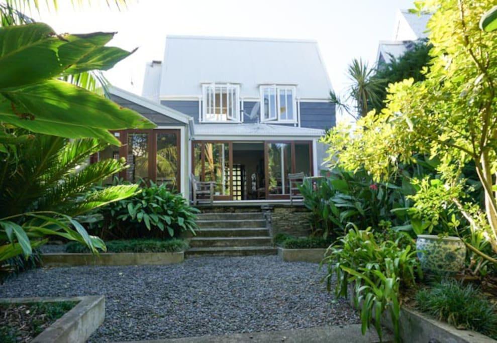Private & secret tropical garden