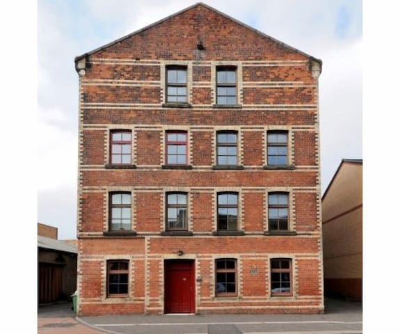 Stunning 1 Bed Listed factory conversion