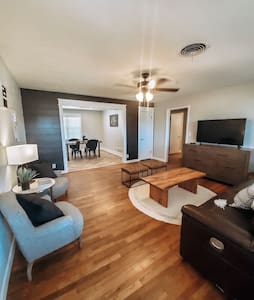 ★Private Modern 3BR/2BA home★Near Medical district