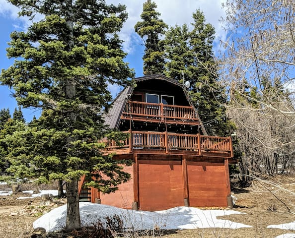 Cozy cabin w/ mountain views in Tollgate Canyon