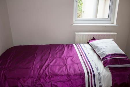 1 person bedroom close to centre