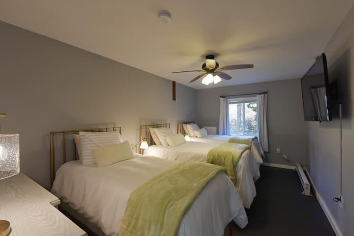 First floor Bedroom 3 Cozy Scandinavian down comforters on every bed. Twin beds, sleeps 3