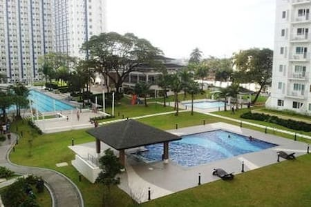 Cozy 1BR Condo Near Mall w/ Wi-fi & Amenities View - Quezon City