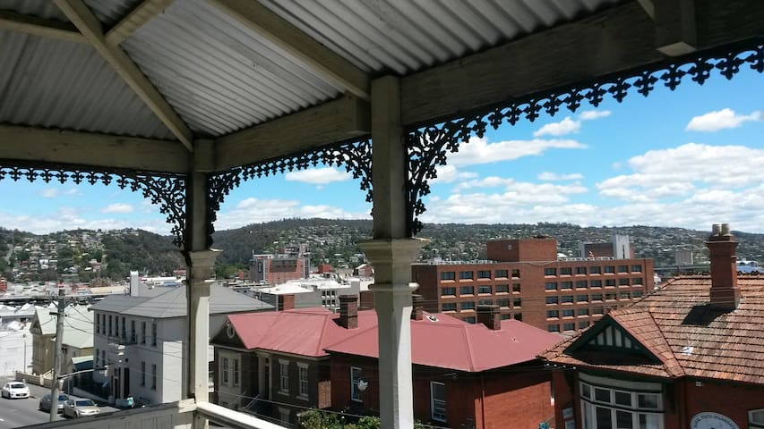 Central Launceston -park the car and walk! - Launceston - Appartement
