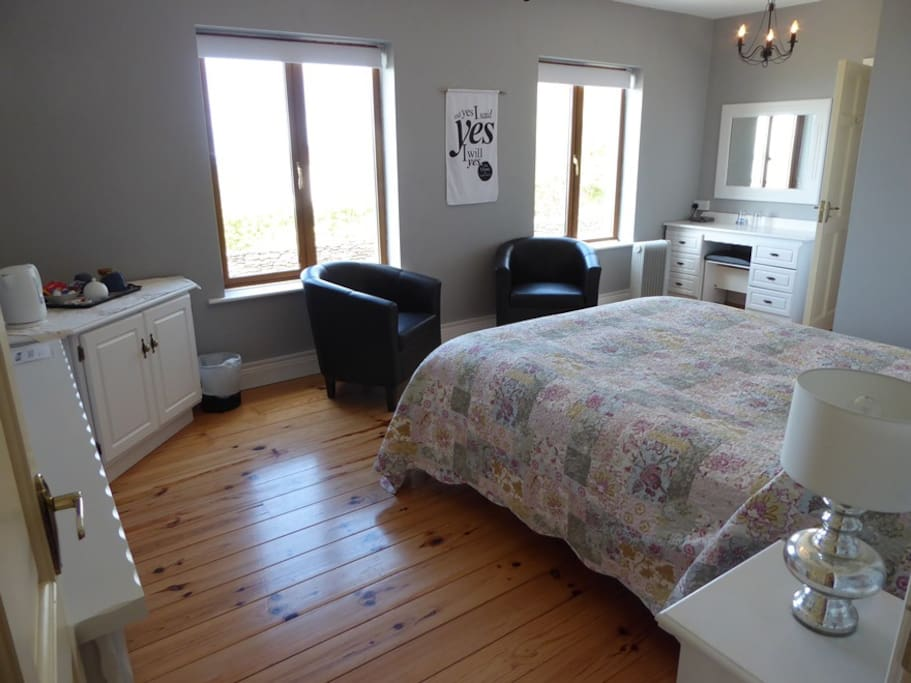 Room 1 - sea view, king size bed (USA Queen), spacious, en-suite bathroom, large closet, tea/coffee, seating area