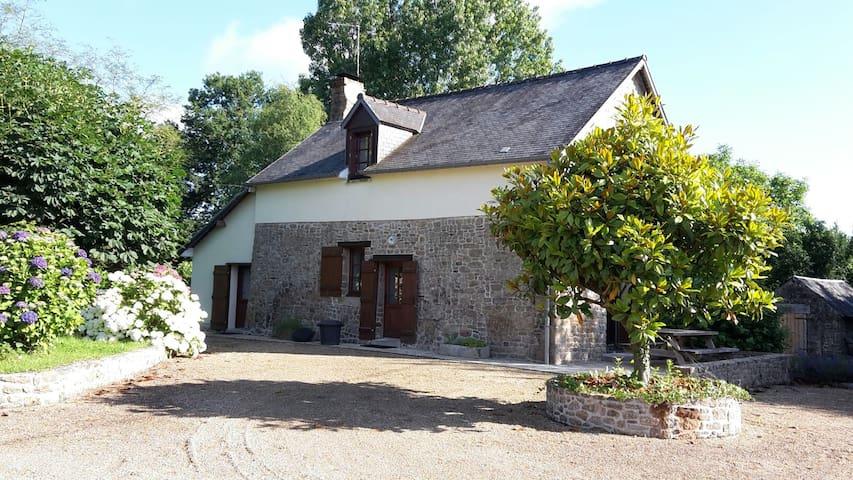 Gite proche Mont St Michel piscine - Les Loges-Marchis - 一軒家
