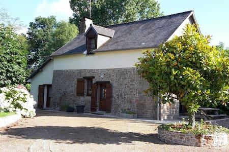 Gite proche Mont St Michel piscine - House