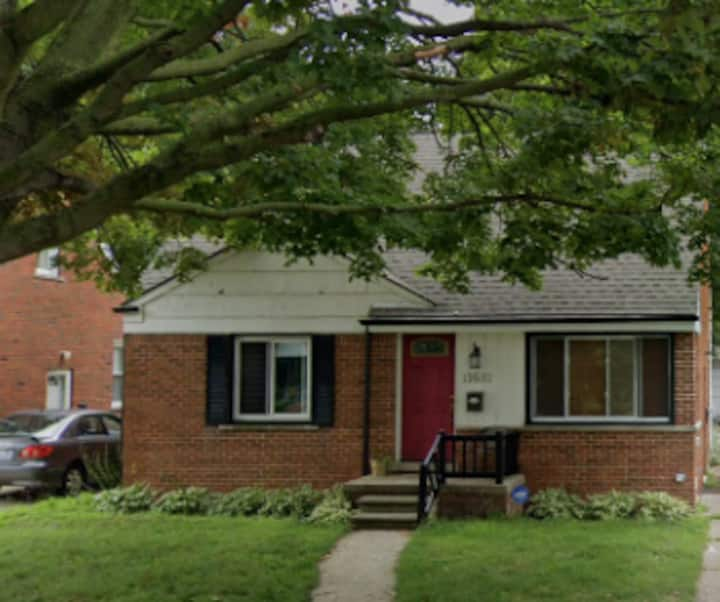 Safe Bungalow Home in a Quiet Metro-Detroit area