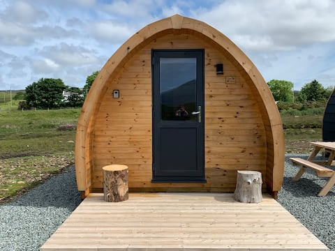 """Cosy """"Cow Shed"""" Vegan Glamping Pod - free parking"""