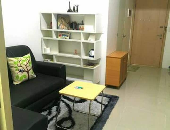 1 BR with balcony & free unlimited WI-FI @SMLight