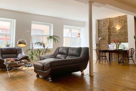 BOHEMIAN EXPOSED BRICK LOFT FLAT IN SHOREDITCH!