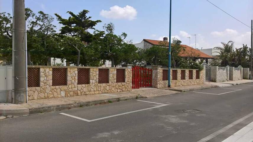 Villa di fronte al mare a 10 km da Gallipoli