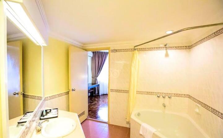 LD, #9 Three BR Suite Apartment