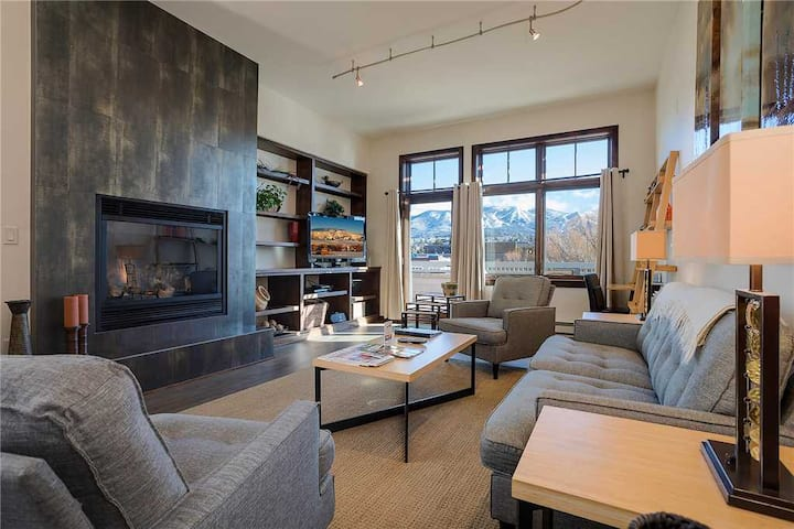 H401A by Pioneer Ridge: Downtown Luxury ~ Great Alpenglow Views! ~  A/C & Grill