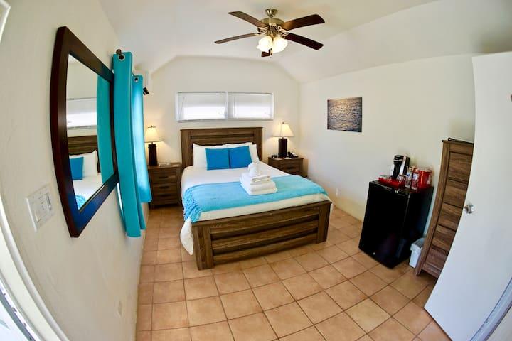 Aunt Nea's Inn Coral Room