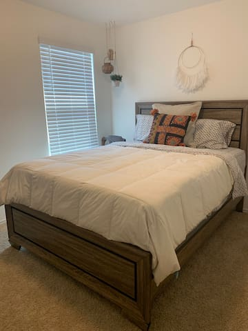 Quiet Home Near Airport and East Austin