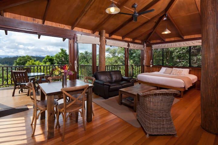 Paradise Hideaway: Studio Treehouse Sanctuary