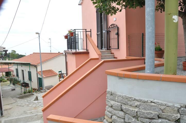 Casa vicino la spiaggia di Seccheto - Seccheto - House