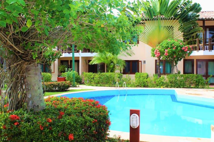 Área externa com piscina e lindo projeto paisagístico / Outside area with swimming pool and beautiful landscape design