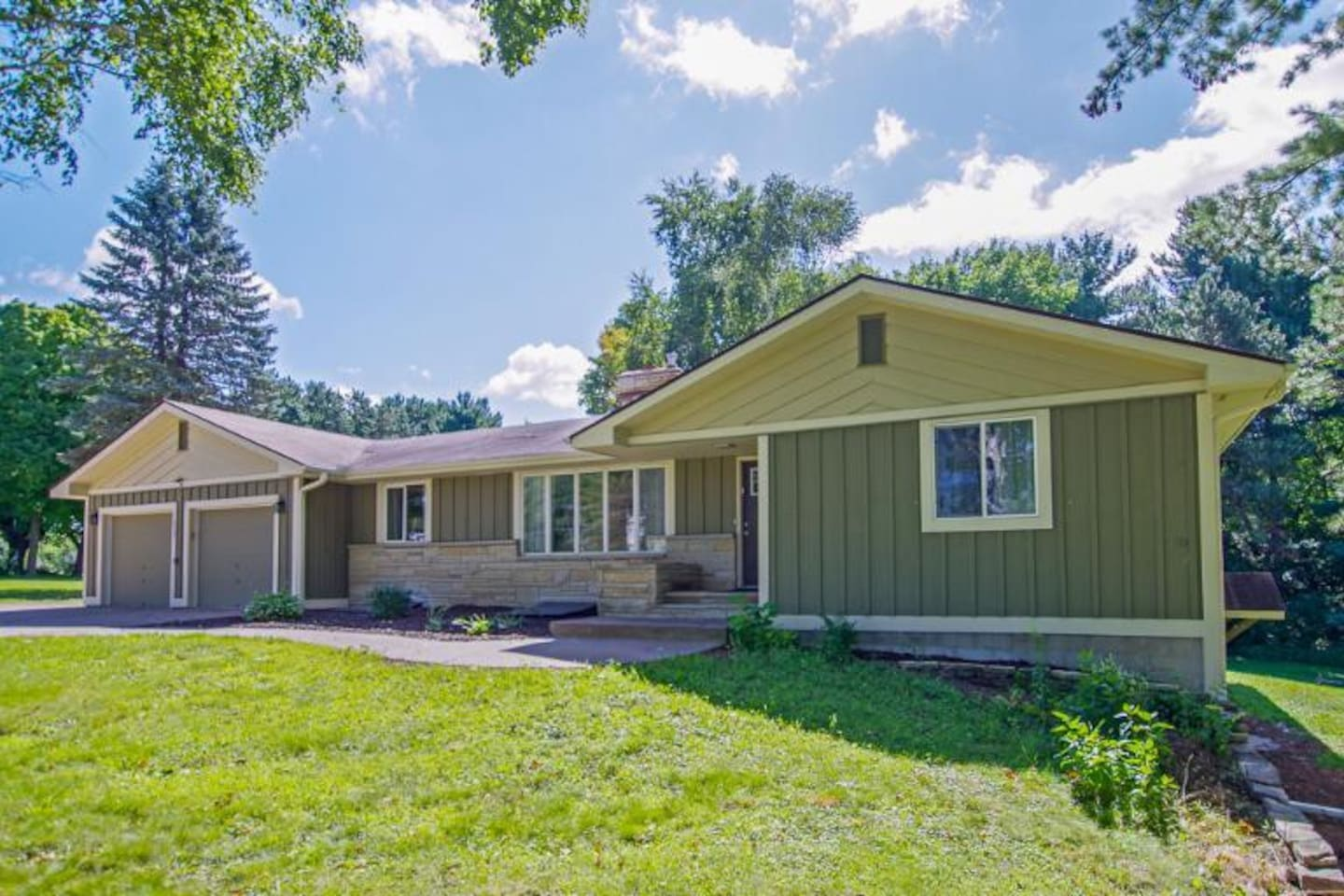 Beautiful Home located in Lindstrom MN Just 40 min North of the Twin Cities