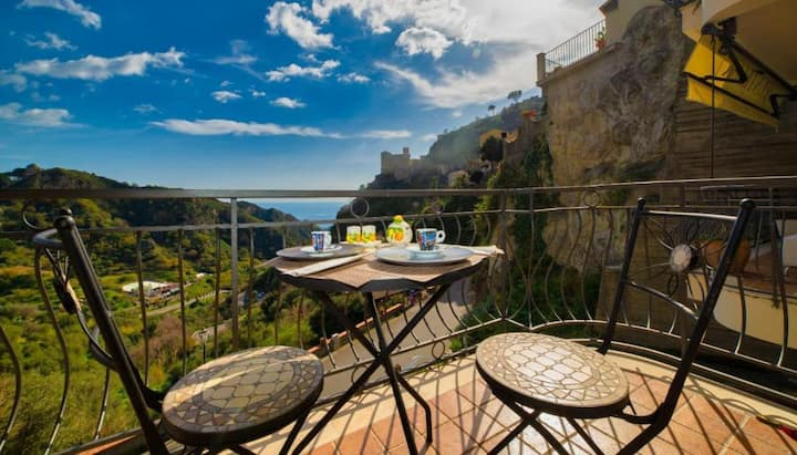 Camera suite,terrazza privata vista mare e savoca