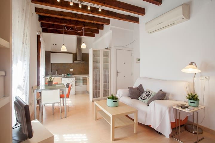 Cozy flat by the Central Market in old Valencia **