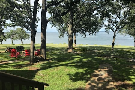 Walk to water - Lakefront home on Lake Texoma