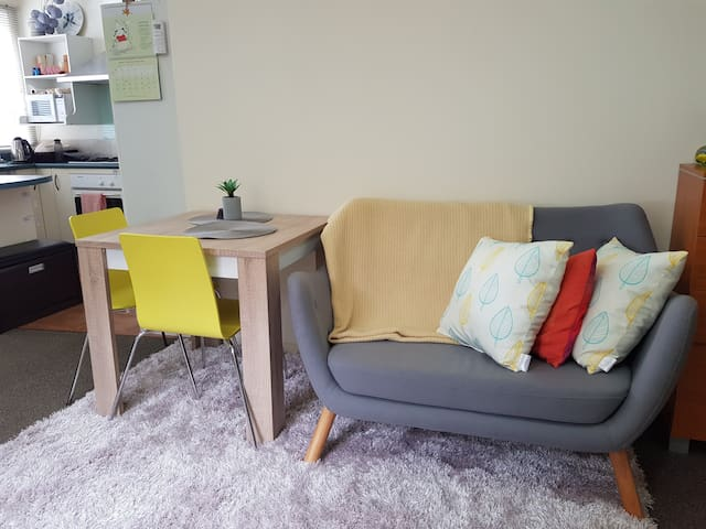 Cosy tiny sanctuary by Newtown