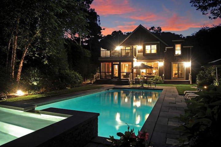 Luxury East Hampton Oasis Minutes to Town