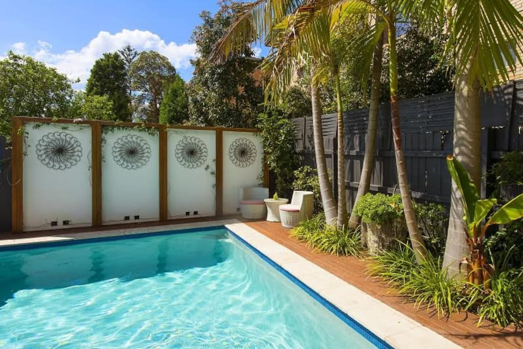 Willoughby retreat houses for rent in willoughby new for Pool show on foxtel