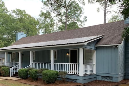Three Pine Cottage - Safe and Comfortable