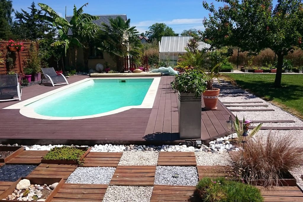 Chambre et piscine la campagne houses for rent in for Piscine chateaudun