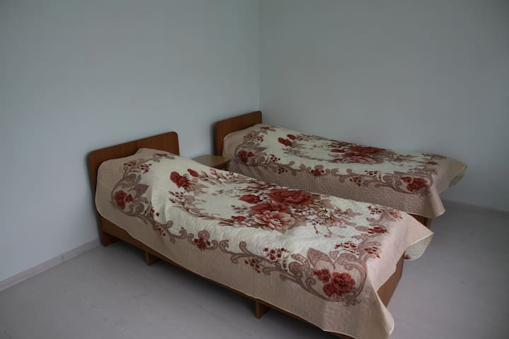 Двухкомнатный домик с удобствами - Divnomorskoye