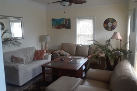 Parkside Town Home - close to beaches