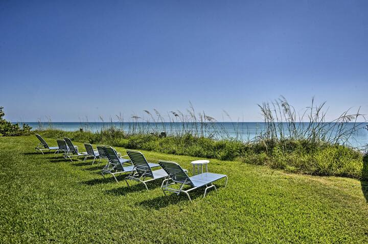 Oceanfront Vero Beach Condo w/ Balcony Views!