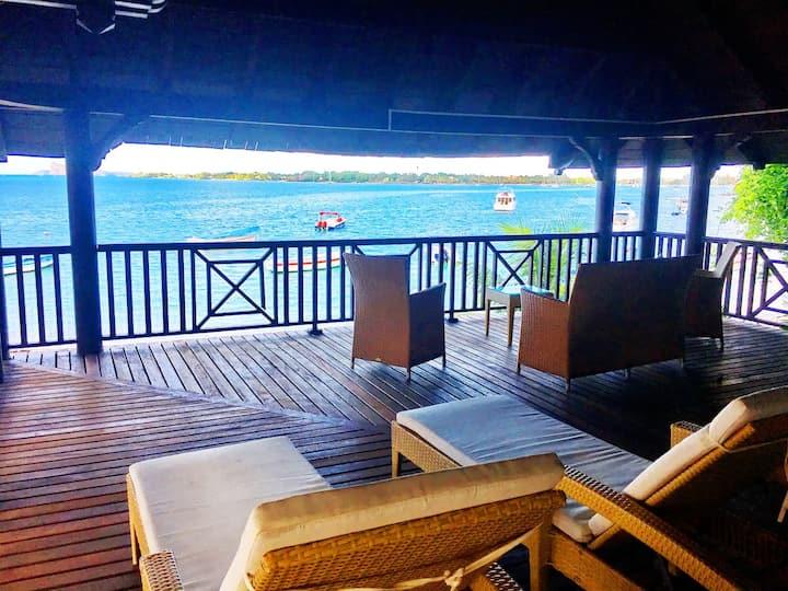 BAY Sunny Villa (on the beach)*****