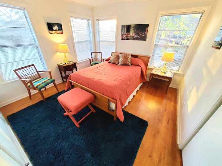 Cozy Midtown Apartment, Close to Everything!