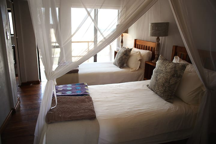 Room 2 (all rooms can be furnished with a king or 2 single beds)