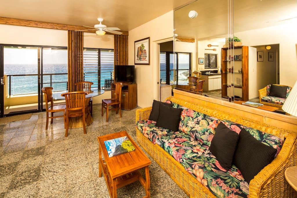 Spacious Living Room overlooking the Ocean