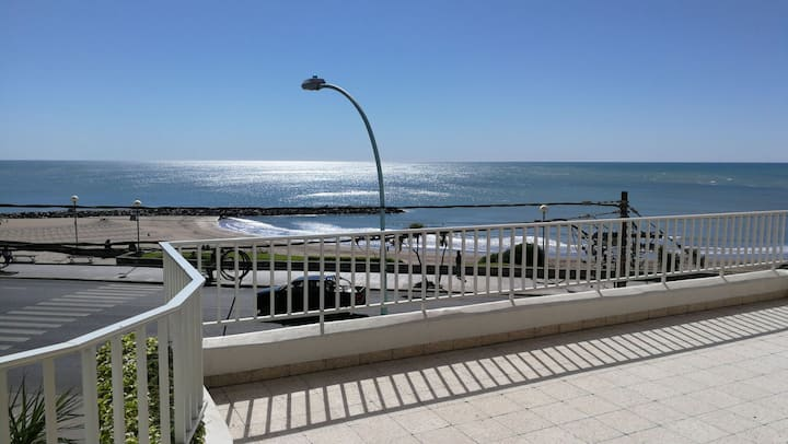 Gran balcón sobre el mar