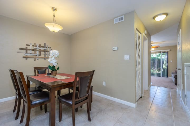 Cozy & Clean 2/1.5 Condo - Centrally Located