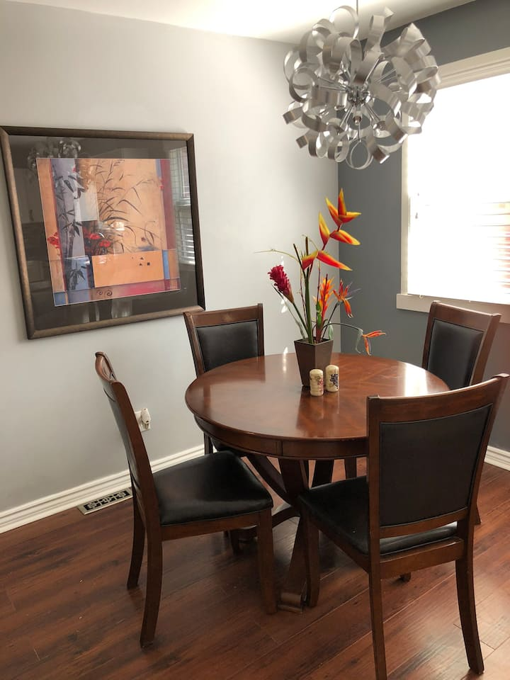 Beautifully Decorated House - Western & Downtown