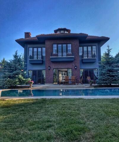Günlük Kiralık Delux 5+1 Özel  Villa İSTANBUL