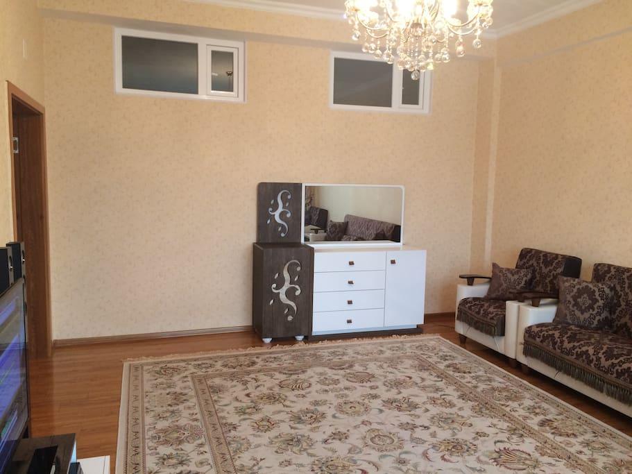 living room (diiferent angle)