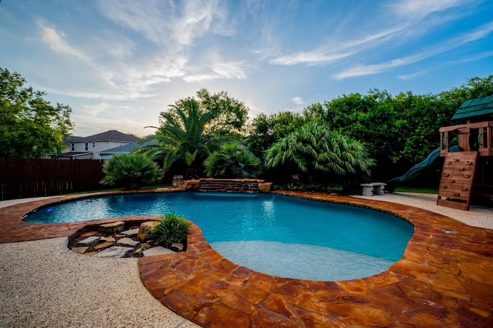 4 BR Oasis pool house - BMT Lackland & SeaWorld
